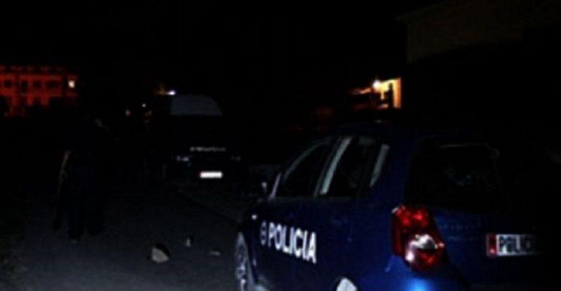 Po transportonin 12 emigrantë drejt Tiranës, 3 në pranga në