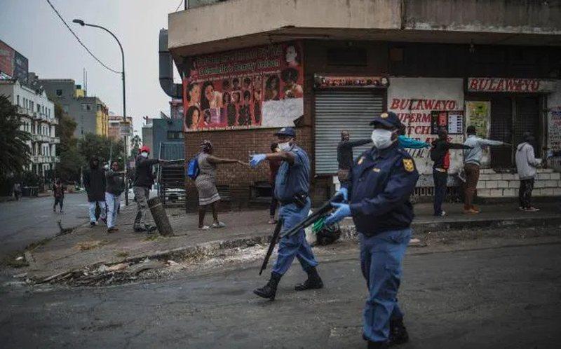 Ne kete shtet policia qëllon me plumba gome ndaj blerësve në
