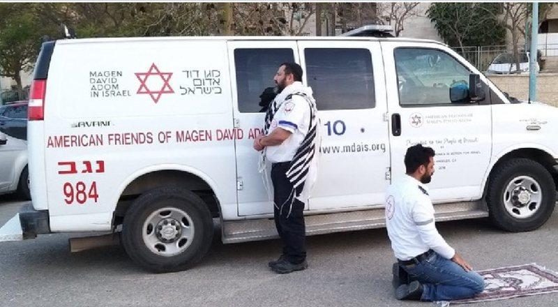 Shpetim nga korona virusi, një infermier i lutet Jeruzalimit, tjetri