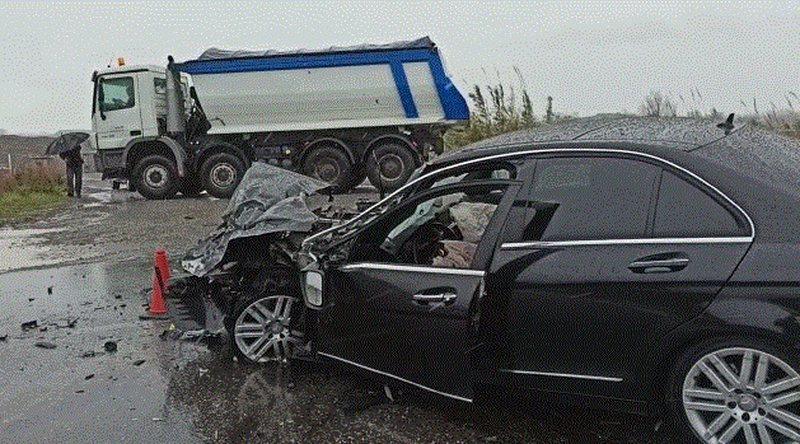 Makina përplaset me trajlerin, plagosen dy persona, njëri në