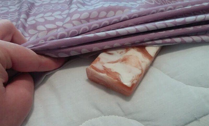 Vendosni një sapun në çarçafët tuaj para sa të