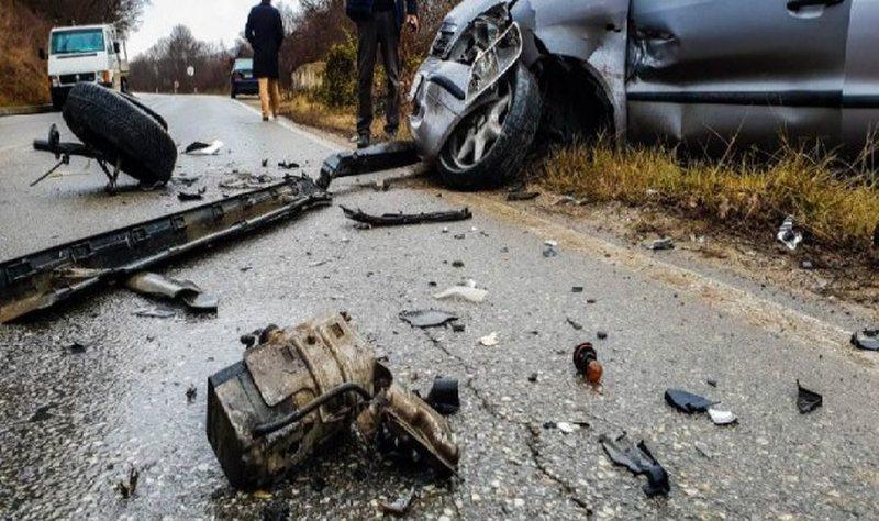 Aksident në rrugën e Zall Bastarit në Tiranë, mjeti del nga