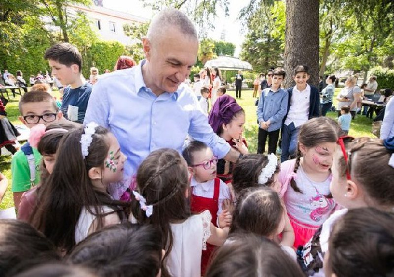 Meta u uron fëmijëve Festën e 1 Qershorit: T'iu