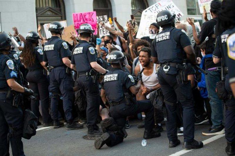 """Trump-guvernatorëve: """"Jeni idiotë nëse nuk i arrestoni dhe"""