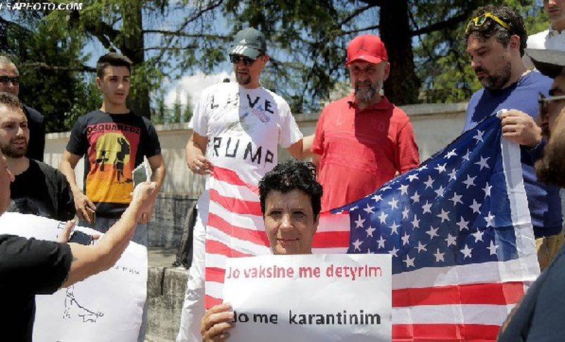 Protesta në Tiranë, kundër vaksinës së koronavirusit