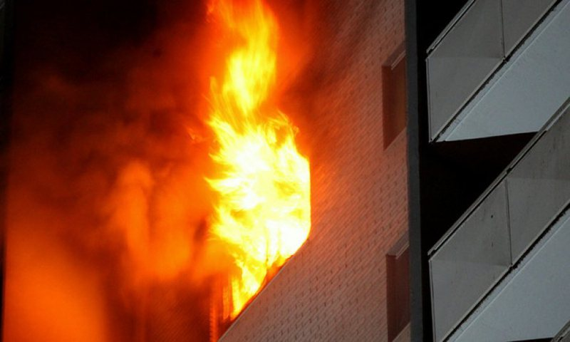 Zjarr tek Piramida në Tiranë, policia: Ka vetëm dëme