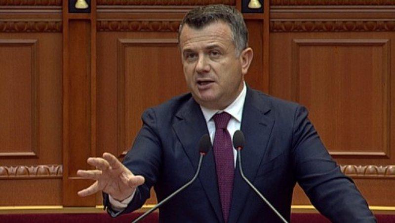 Viza për shqiptarët? Balla shpërthen kundër Berishës: