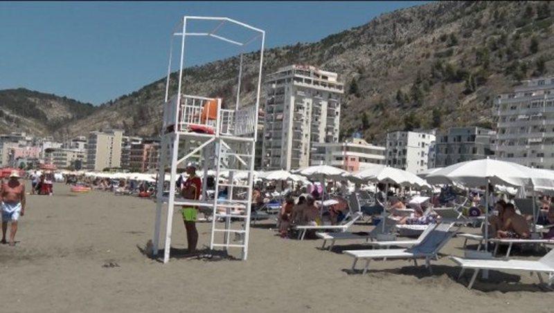 Kullat pa roje në plazhin e Shëngjinit, në vendin ku u mbyt