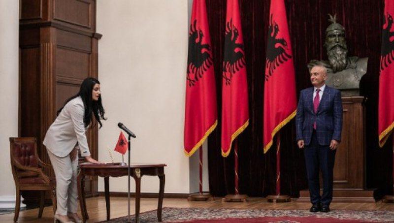 Anëtarja e re e SPAK, Manjola Kajana betohet para presidentit Meta