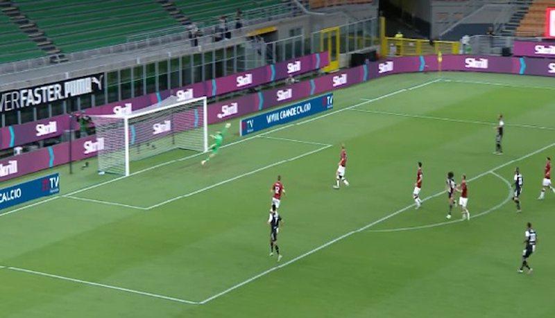 """Milani mban """"gjallë"""" kampionatin, përmbyset Juventusi"""