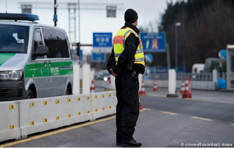 Austria mbyll kufirin, thirrje shtetasve të saj: Mos udhëtoni në