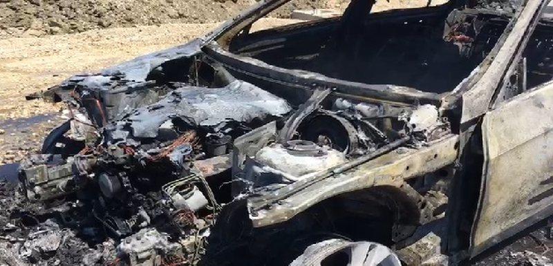 I vuri flakën dy makinave në Fier, policia arreston autorin e