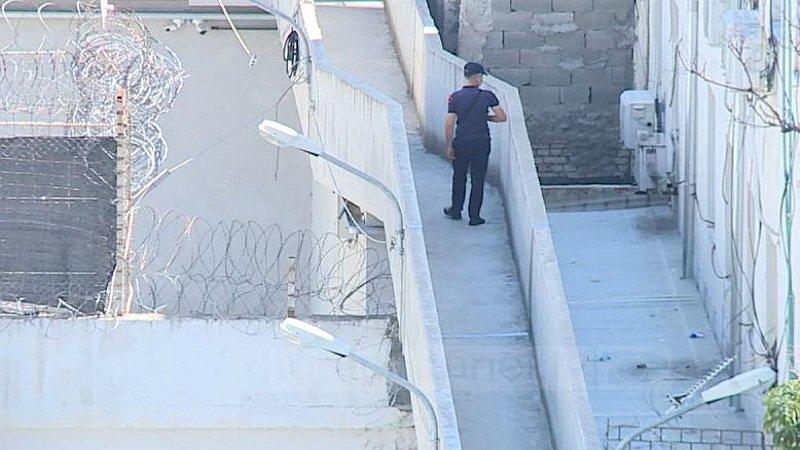 Shtyhen lejet për të burgosurit/ U karantinuan nga qelia në