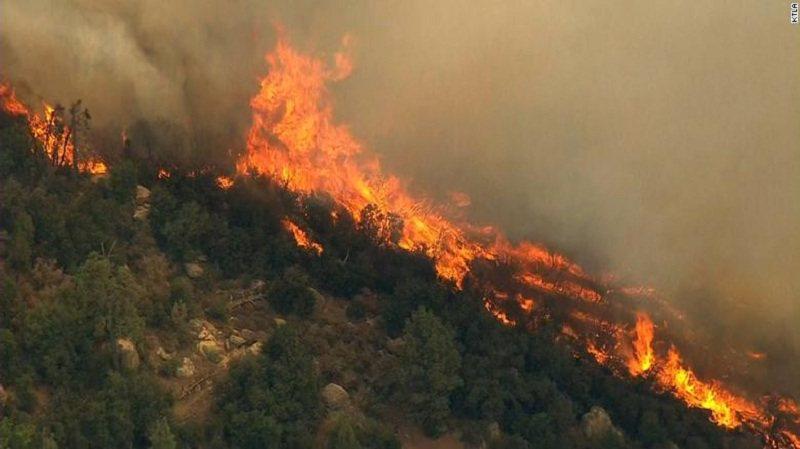 Zjarr në afërsi të kishës në Derven të Fushë