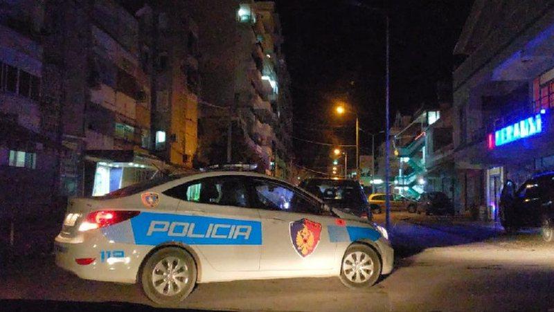 Aksident në Berat, përplasen makinat kokë më kokë, 2