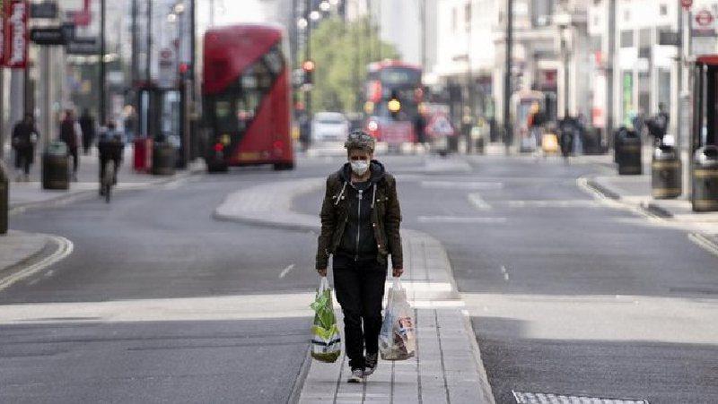 """Britania testim masiv, """"negativët"""" vazhdojnë normalitetin"""
