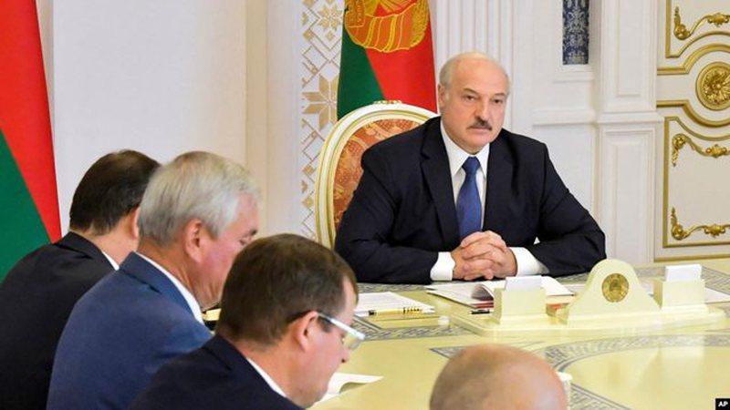 Bjellorusi/ Lukashenko s'pyet për BE-në, mbledh Këshillin e
