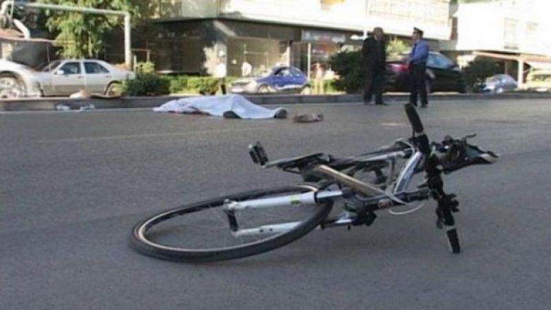 Përplasi biciklistin e mitur për vdekje, arrestohet shoferi 26-vjecar
