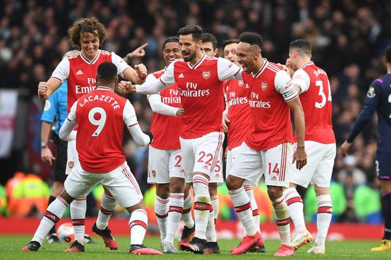 Arsenal drejt fitores të Kupës së Anglisë