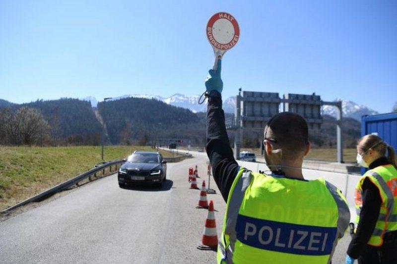 COVID-19, Austria shton masat e sigurisë në kufi