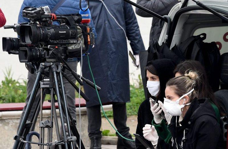 'Shpërndarje paniku': Policia përndoqi gazetarët pas