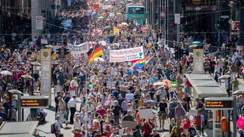 Qindra protestues gjerman marshojnë kundër masave të