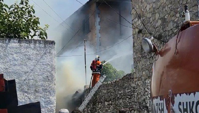 Shpërthim i fuqishëm në Shkodër/ Shkrumbohet banesa,