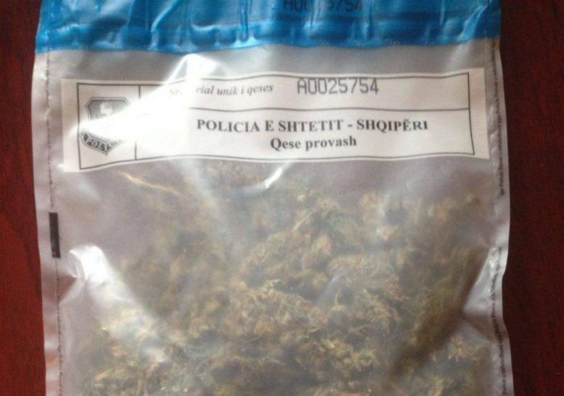 Me disa gram kanabis dhe kokainë me vete, dy të arrestuar në
