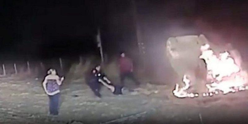VIDEO / Polici 'hero' futet brenda makinës që po digjej dhe