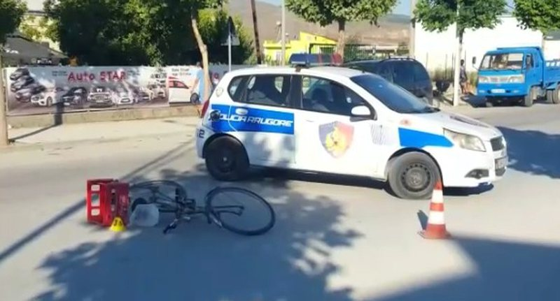 Aksident te Unaza e Re, makina merr përpara gruan me biçikletë