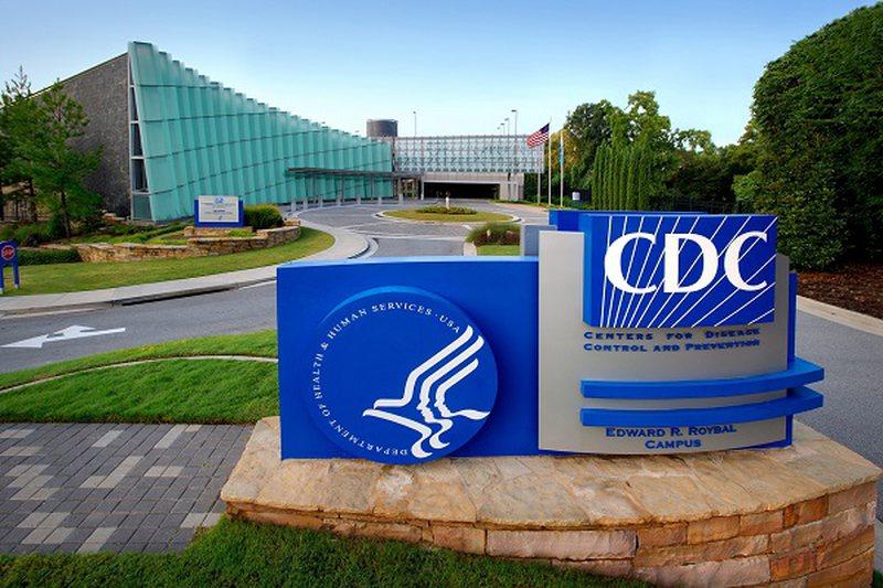 COVID-19 mund të përhapet nga ajri, CDC rishikon udhëzimet