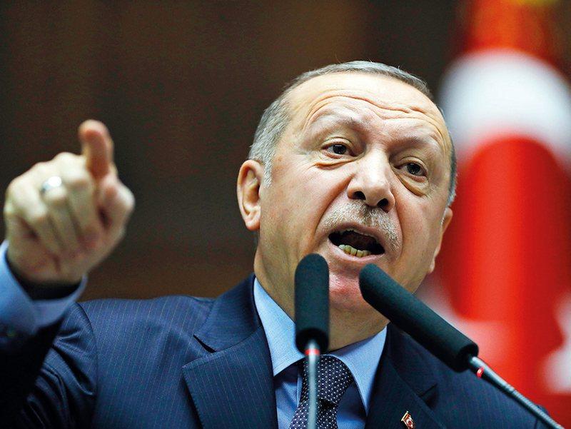 Erdogan tregon forcën: Greqisë do ti japim përgjigjen që