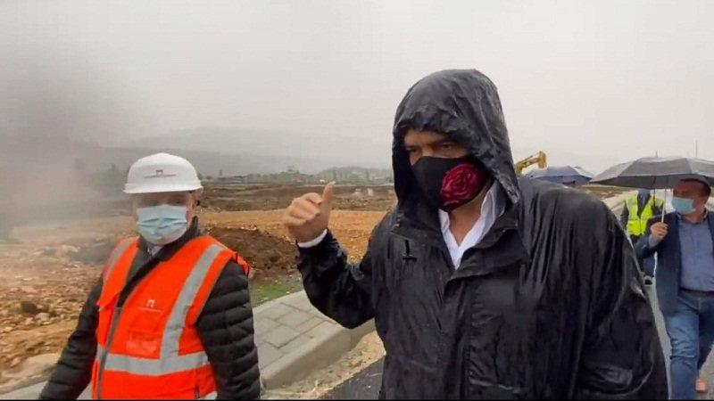 Me mushama mes shiu, Rama në kantierin e ndërtimit në Fushë