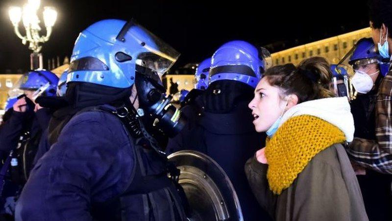 Bomba drejt policisë në Itali, protesta të dhunshme kundër