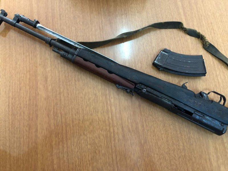 Terrorizoi Selenicën me pushkë në dorë, arrestohet