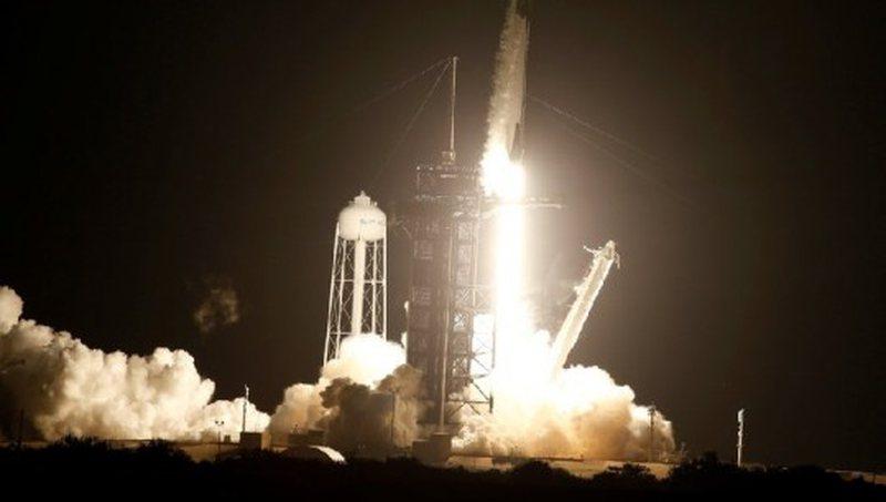 SpaceX nis 4 austronautë drejt Stacionit Hapësinor