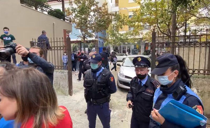 Kryemadhi ndan videon nga incidenti në Durrës: Policja refuzoi të