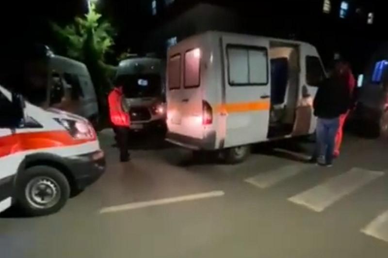 """""""13 ambulanca prisnin në radhë në mesnatë tek"""