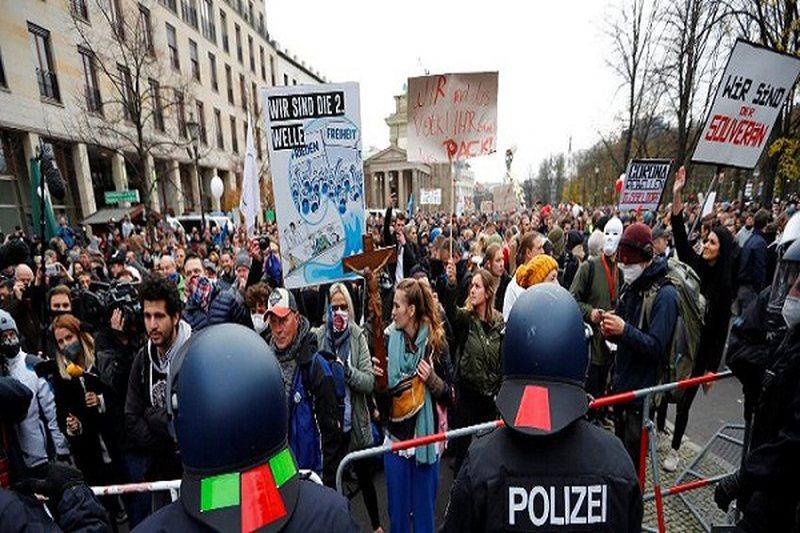 Kaos në Berlin, protestuesit kundër planeve për masat anti-covid