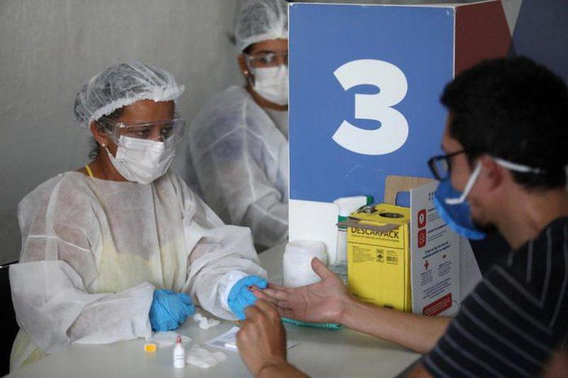 Rekord rastesh me Covid në Brazil, spitalet të mbingarkuara