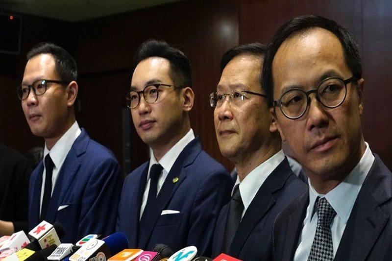 Hong Kongu përjashton katër ligjvënës pro-demokracisë