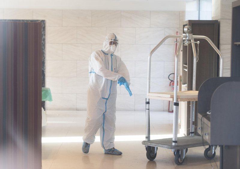 VIDEO/ Pacienti me Covid vdes në banjo, mbesa e tij: E vranë