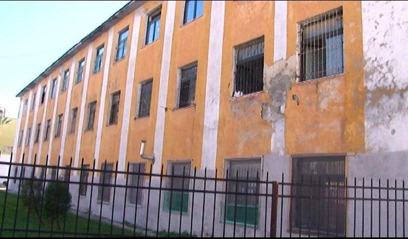 Nis shembja e objekteve të dëmtuara nga tërmeti i 26