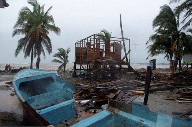 Uragani më i fuqishmi i këtij viti i afrohet brigjeve të