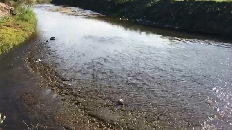 Ndotet lumi Osum, merr ngjyrë të zezë. Në ujë edhe