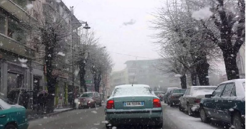 Reshje bore në Korçë, vështirësi në qarkullimin