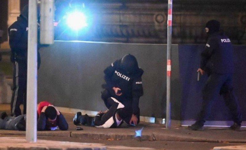 Tre policët shqiptarë luftuan në Vjenë kundër