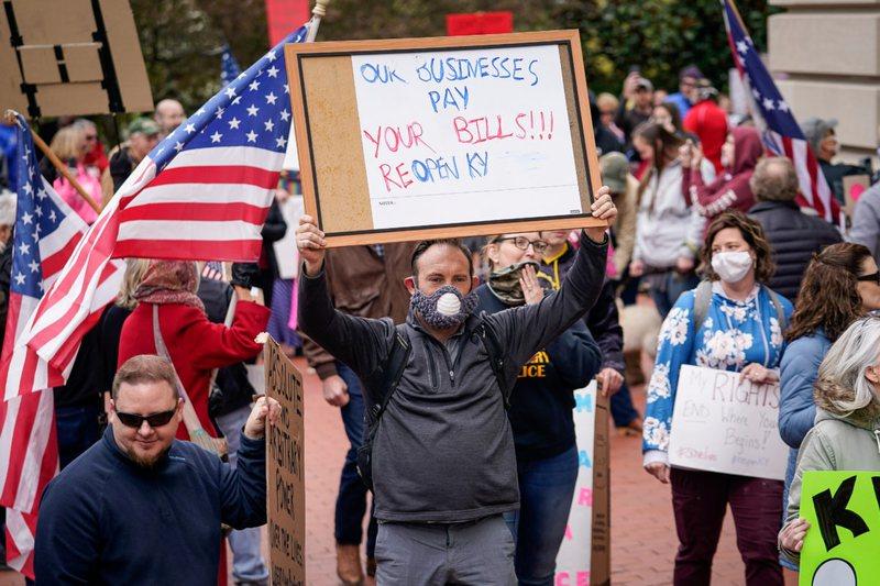 Përplasje në Uashington, protestuesit pro dhe kundër Trump