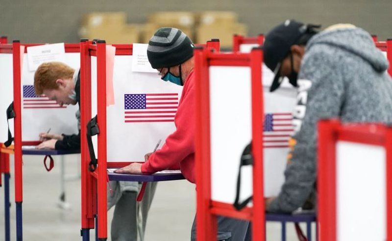Akuzat e Trump për manipulim, Georgia rinumëron me dorë votat