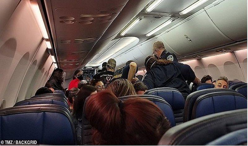 Panik në bordin e avionit, ndërron jetë pacienti i dyshuar me